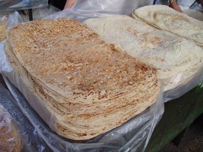 Pan armenio en el mercado de Yerevan