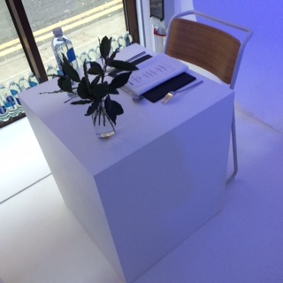 a table for one please the eenmaal lone dining concept pops up in rh flaneur me uk table for one table for one massage